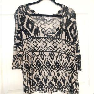 Black and ivory Aztec print top!🌸